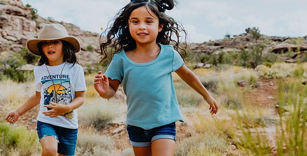 Two kids running.